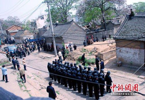 """河南郏县""""雷人""""拆迁:多警种齐上阵"""