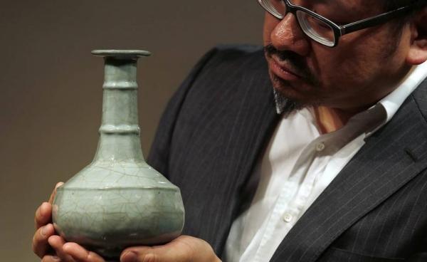 上海收藏家刘益谦9000万天价拍下南宋花瓶