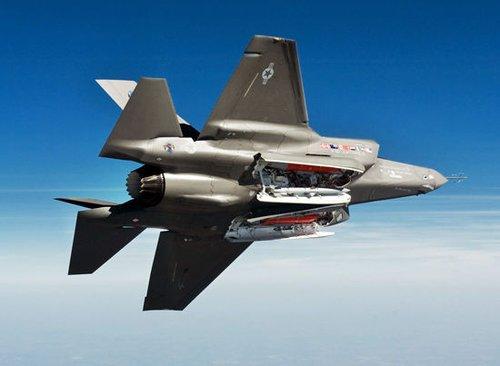 """日本新战机项目淘汰""""台风"""" 仅剩F-35与F-18竞争"""