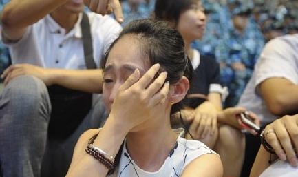 男朋友参加阅兵 女孩观看现场流泪(图)