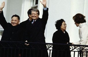 1979年中美建交一个月不到邓小平旋风席卷美国