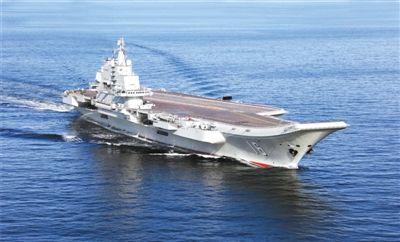"""""""辽宁舰""""出海进行科研试验和海上训练。新华社记者 查春明 摄"""