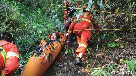 女子被困300米悬崖 靠吃昆虫喝露水存活十几天