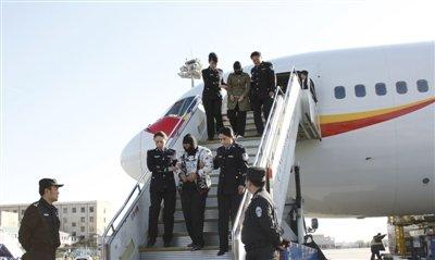 公安部跨国解救19名被强迫卖淫女子(图)