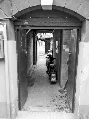 """北京""""学区过道""""叫价150万:仅10平米不能住人"""