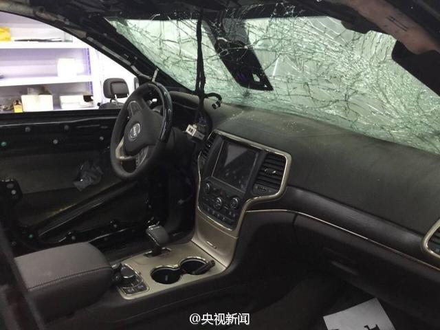 """天津港爆炸质损车竟被翻新""""洗白""""公开售卖"""