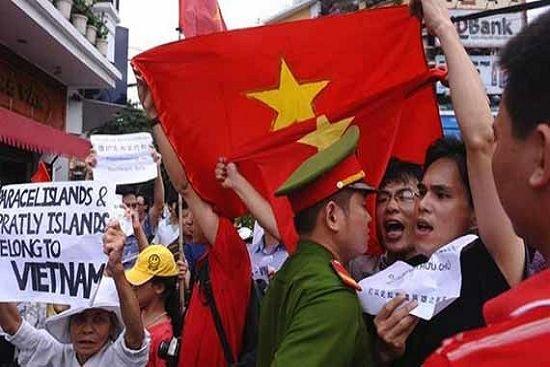 越南首都再次爆发反华抗议 30名抗议者被捕