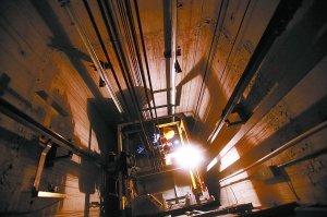 记者跟随电梯专家3小时 直击电梯体检(组图)
