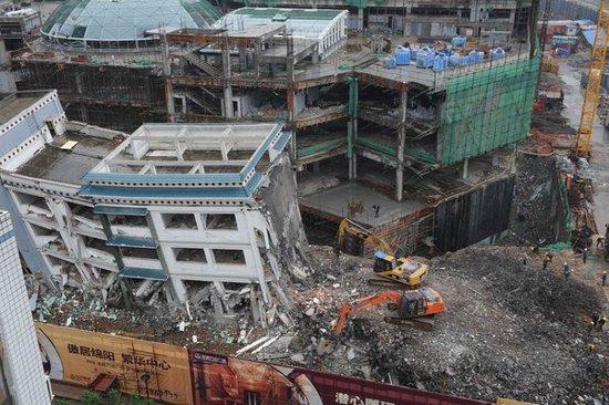 """四川官员称万达公司""""擅自拆除""""香港援建中学"""