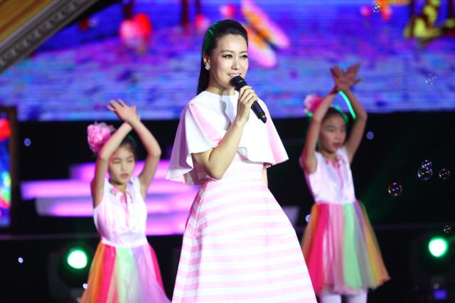 2016全国留守儿童春节大联欢《回家·过年》圆满举行