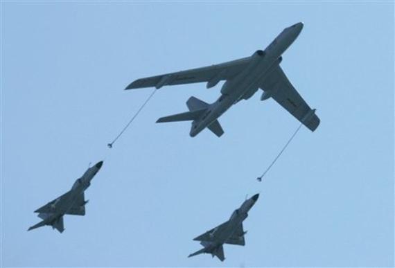 中国百架军机阅兵彩排 规模直逼建国60年阅兵
