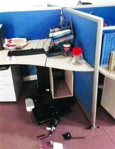 耒阳社区网站办公室里被砸坏的电脑