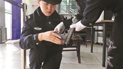 男子带仿真枪进站被拘 为今年春运首例