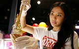 新加坡女店主制作24k可食用金箔冰激凌