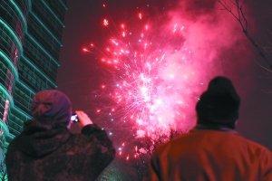 北京春节放鞭炮致2死388伤 7名醉驾司机被拘