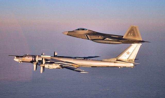 两架俄轰炸机逼近阿拉斯加 美军出动F22战机拦截