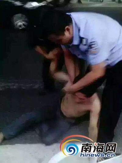 男子街头抱走2岁女童被发现 遭上千民众围堵