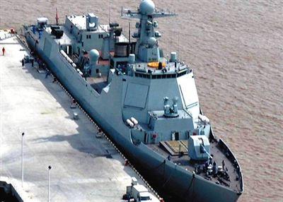 052D导弹驱逐舰海试。