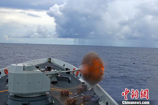 中国海军第二十三批护航编队返航途中开展攻防演练