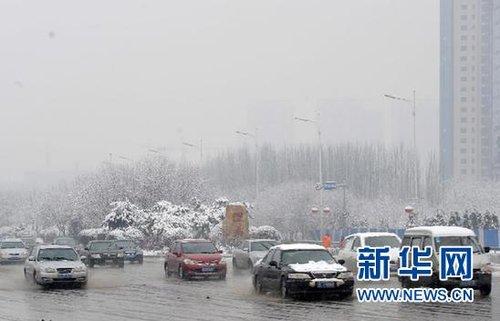 强降雪导致辽宁境内大部分高速公路封闭(图)
