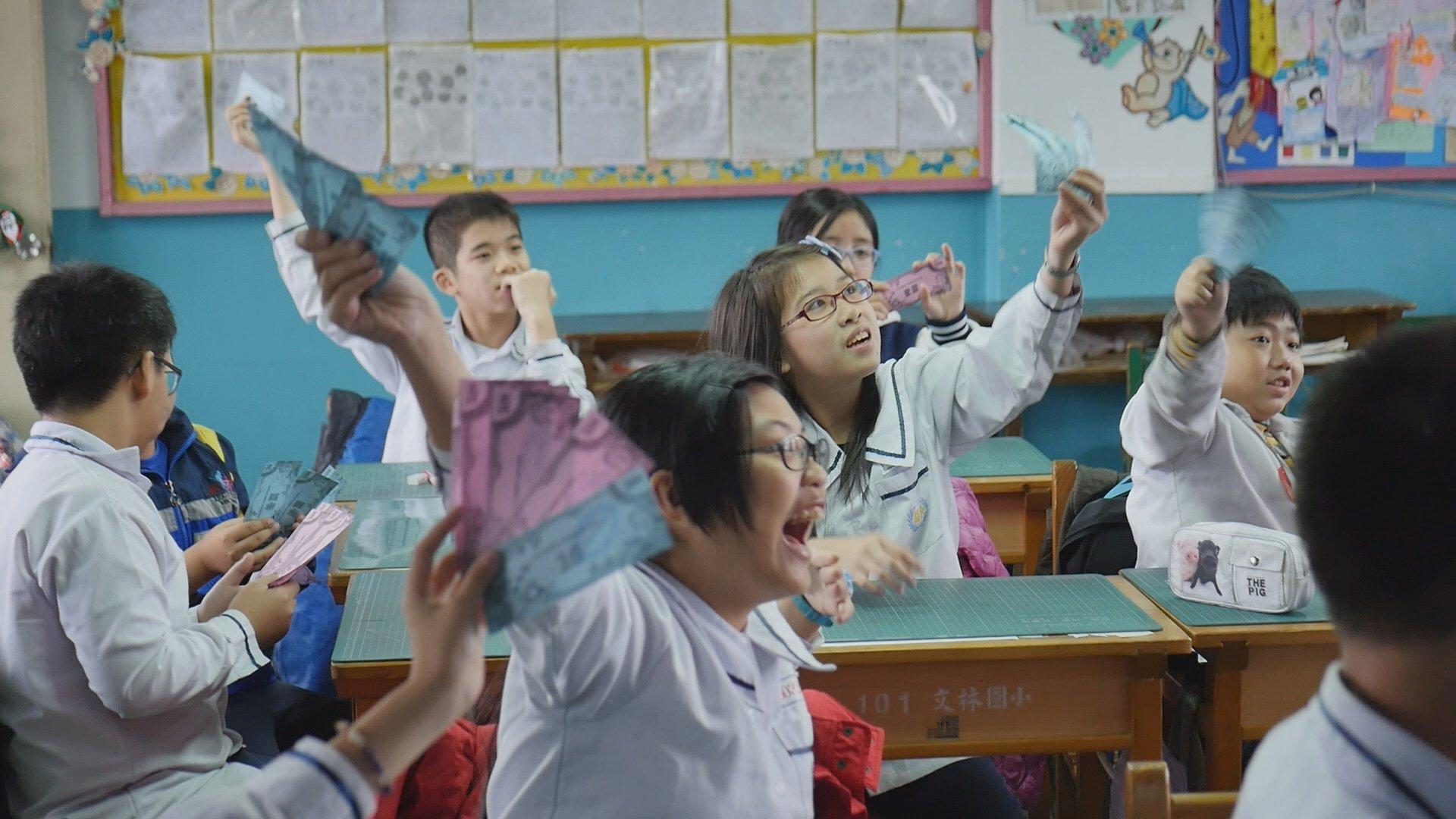纪录片《文林银行》中的小学生。
