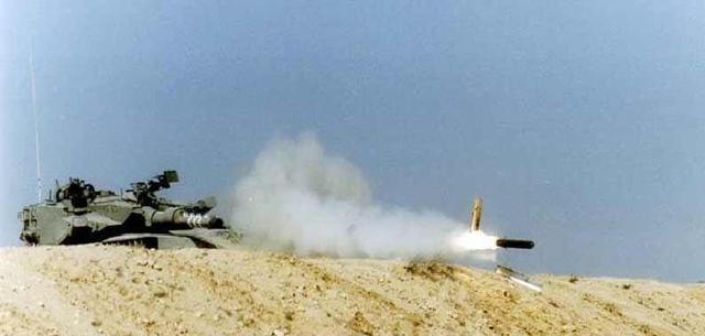 99A坦克的独门绝技:智能炮射榴霰弹打直升机
