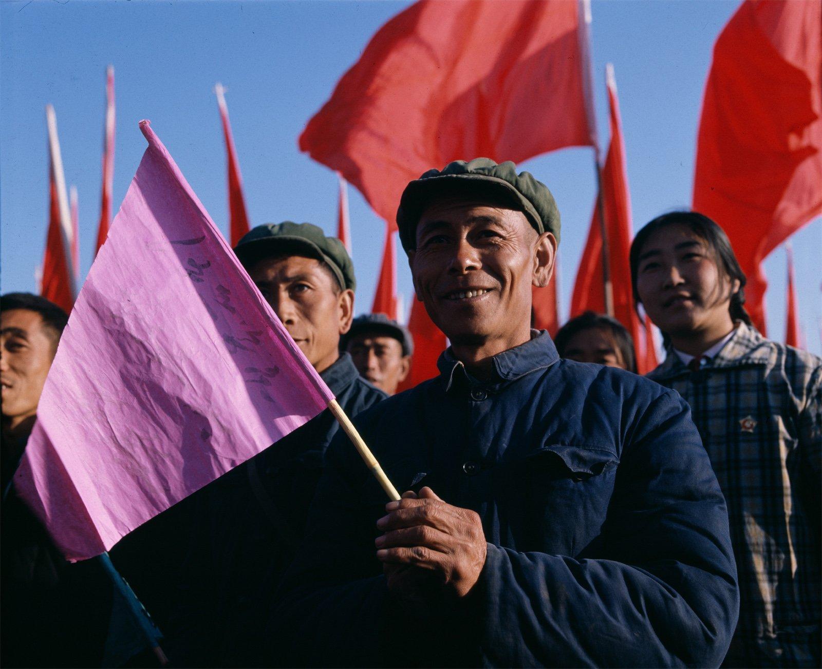打倒四人帮胜利大会上,北京郊区的农民。