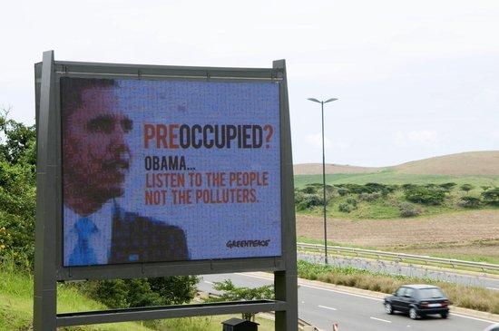 绿色和平组织在南非竖起巨幅广告牌