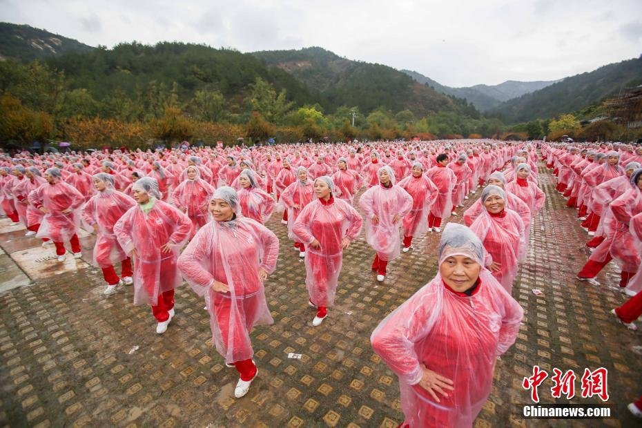 14城市5万余人同跳广场舞 挑战世界纪录 - 海阔山遥 - .