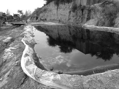 陕北油田频发漏油事件 河道及农田遭大面积污染