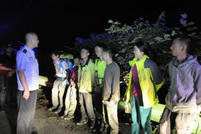 7驴友失踪被民警救下:没报警 谁让你们来救了?