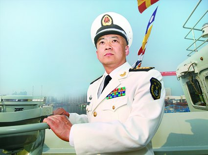"""我国第一艘航空母舰""""辽宁舰""""舰长张峥"""