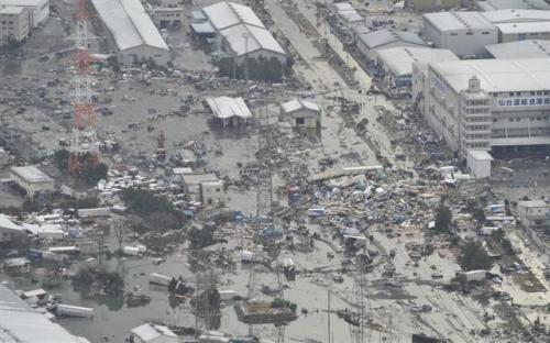 日媒发地震重灾区航拍照 景象惨不忍睹(组图)