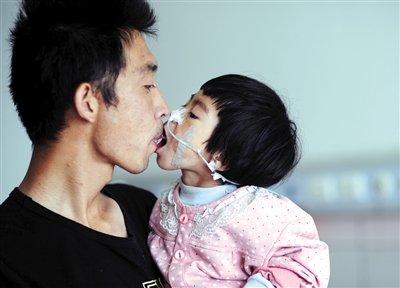 大人小孩接吻视频