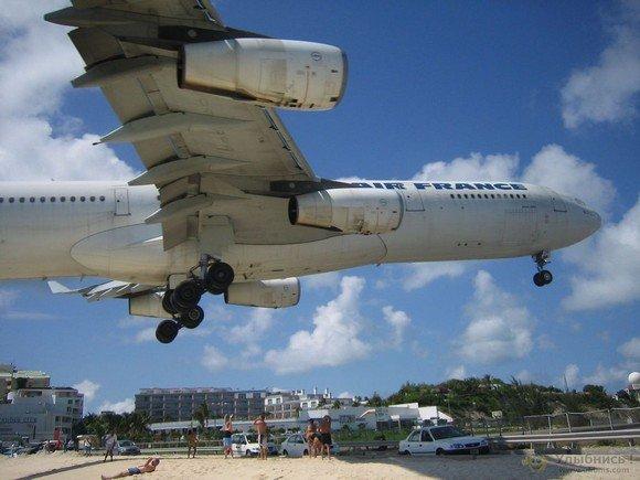 世界上最诡异的海滩:飞机从头顶低空飞过 - 乐园 - 高山流水