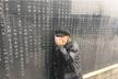 南京这位老人在纪念墙找到那个名字后哭了