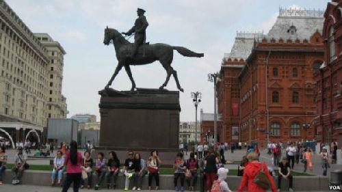 中国游客涌入俄罗斯 热衷红色旅游
