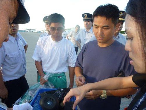 香港保釣船被日方拖至公海後由中方護送返港