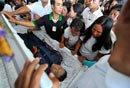 菲人质案凶手穿警服下葬