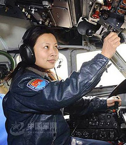 新闻背景:神舟十号唯一女航天员王亚平(图)
