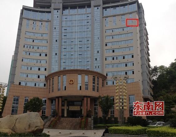 高清图—福建沙县一女教师在梅列区政府12楼办公室跳楼