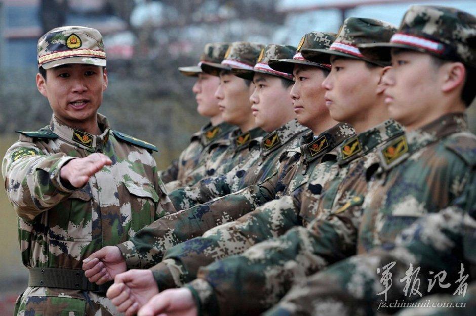 提高新兵的训练热情.王小雪摄-全军和武警部队新年度开训图片