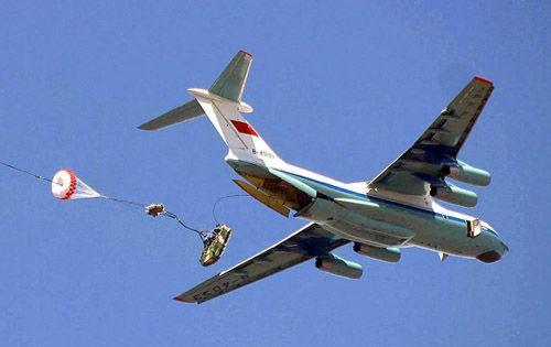 上合军演中国3架伊尔76将空投伞兵战车(图)