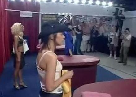 世界大赛 波兰美女与600余男子战8小时