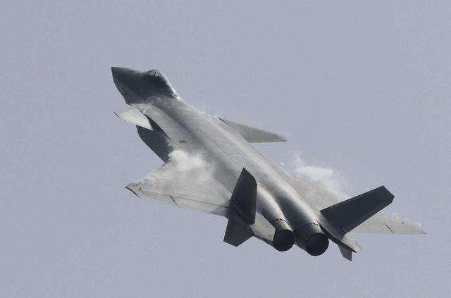 国防部:歼-20研制试验试飞工作正在按计划推进