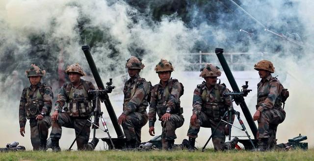 巴总理谴责印度袭击巴军车 称赞巴军方迅速反应