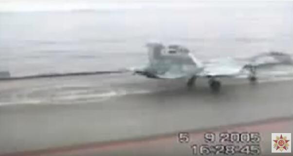 俄舰载机接连坠海,究竟咋回事?