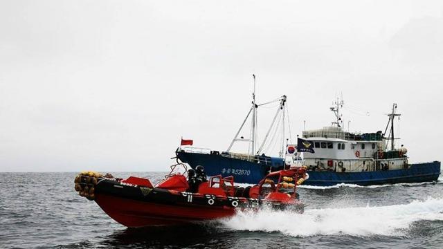 韩国海警又对中国渔船开火:发射900发子弹驱离70艘