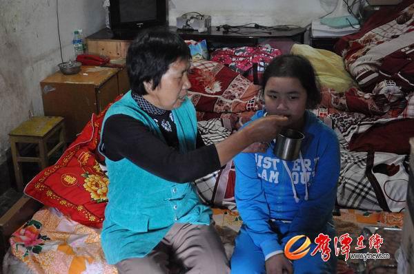 13岁女孩身患重病 农村父母卖房借债求医救女