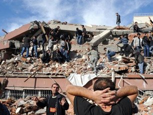 土耳其总理称土东部地震造成138人遇难